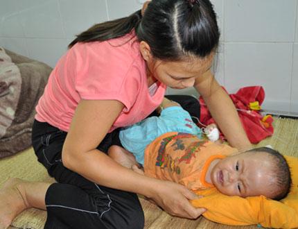 Ngằn ngặt tiếng khóc của bé 10 tháng tuổi phải đối mặt với ca mổ sinh tử  3