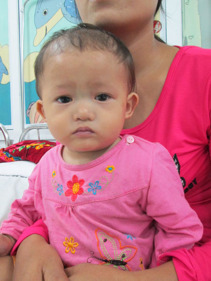 Bất lực nhìn con thơ 1 tuổi quằn quại trong cơn đau 2