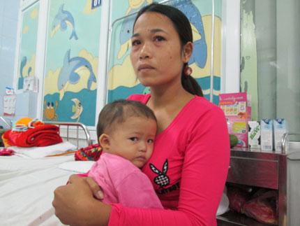 Bất lực nhìn con thơ 1 tuổi quằn quại trong cơn đau 4