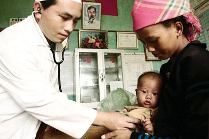 Dự án thí điểm đưa bác sĩ trẻ tình nguyện về 62 huyện nghèo: Háo hức về với người nghèo 1