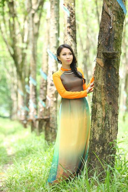 Cẩm Ly tha thướt áo dài giữa rừng cao su 4