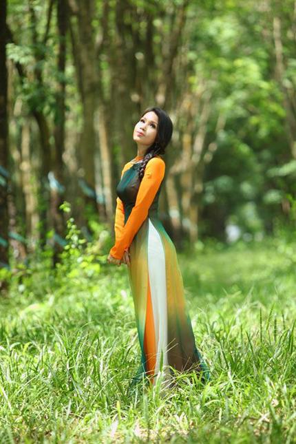Cẩm Ly tha thướt áo dài giữa rừng cao su 5