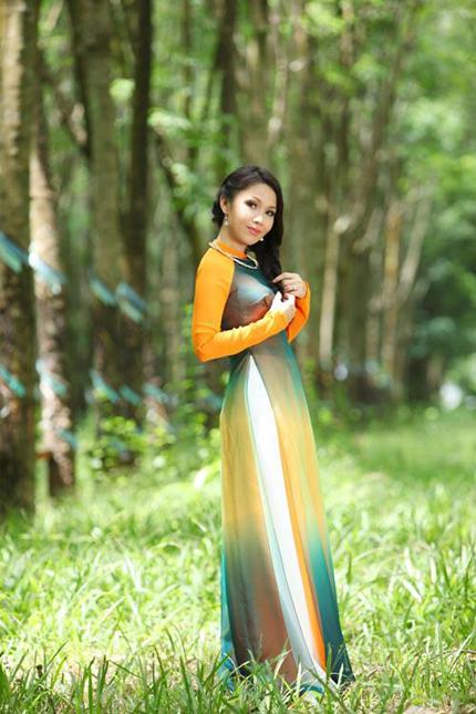 Cẩm Ly tha thướt áo dài giữa rừng cao su 6