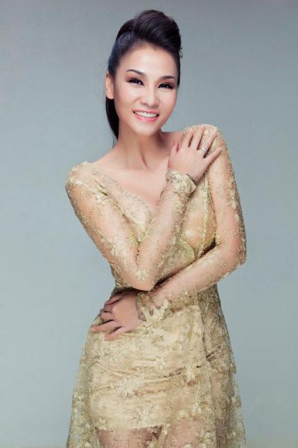 Thu Minh mặc váy trong suốt khoe vòng 1 siêu khủng 9