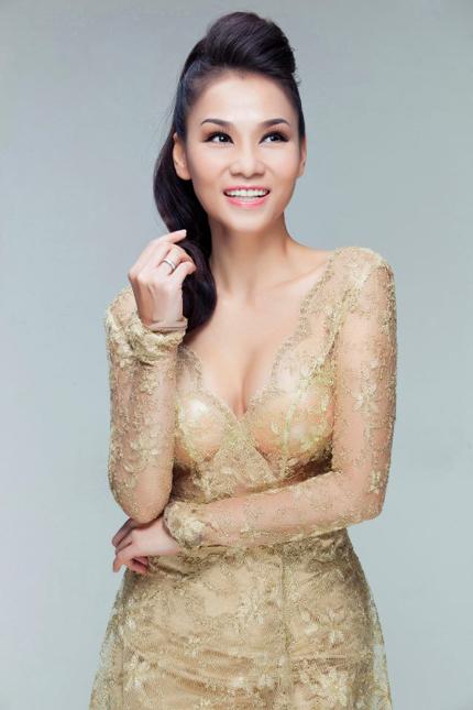 Thu Minh mặc váy trong suốt khoe vòng 1 siêu khủng 2