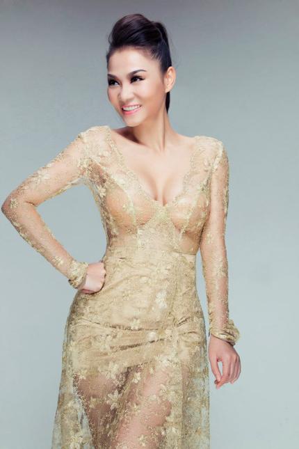 Thu Minh mặc váy trong suốt khoe vòng 1 siêu khủng 4
