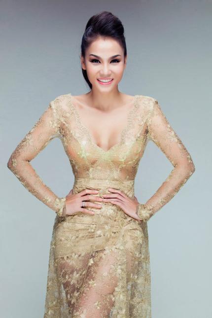 Thu Minh mặc váy trong suốt khoe vòng 1 siêu khủng 5