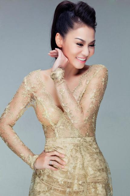 Thu Minh mặc váy trong suốt khoe vòng 1 siêu khủng 6