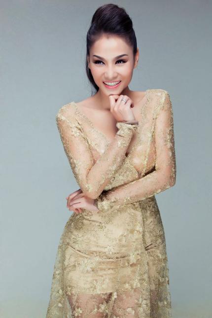 Thu Minh mặc váy trong suốt khoe vòng 1 siêu khủng 8