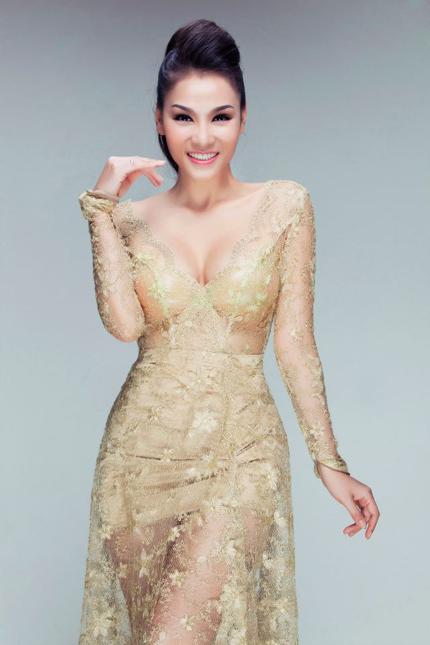 Thu Minh mặc váy trong suốt khoe vòng 1 siêu khủng 3