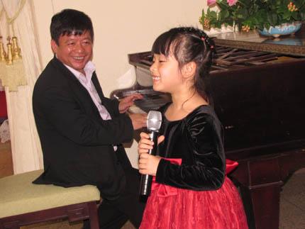 Giọng ca Việt nhí Hồng Khanh: Cháu muốn làm ca sĩ như chị Hương Tràm 1