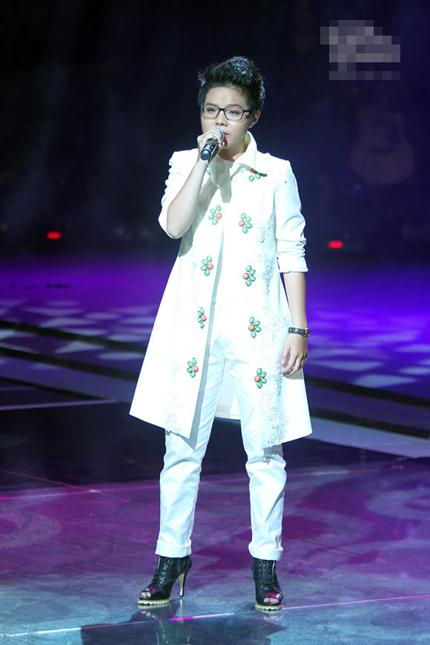 """Minh Sang """"nửa gái nửa trai"""" khiến HLV Mỹ Linh nổi da gà 2"""
