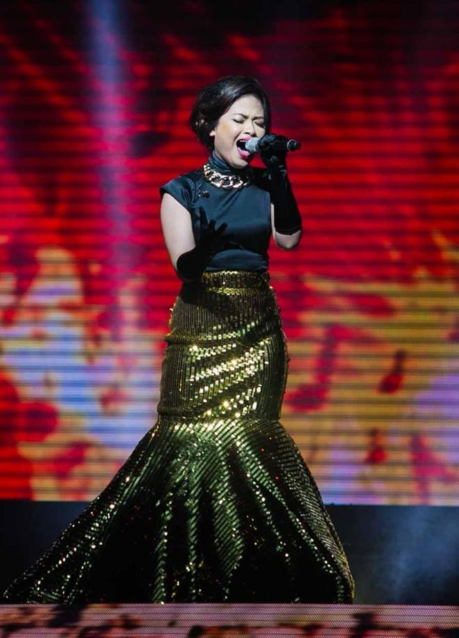 """Giọng hát Việt: Căng thẳng với những màn """"đá xoáy"""" của HLV Quốc Trung 1"""