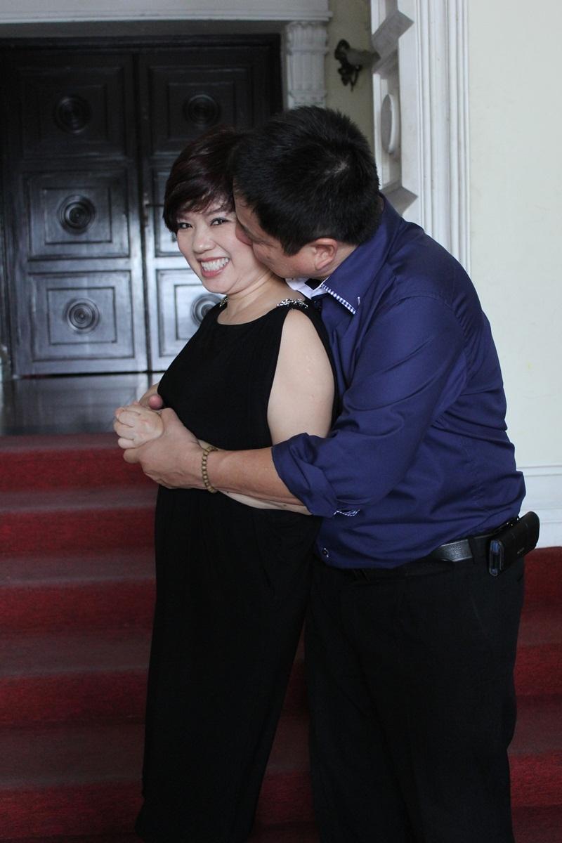 """Táo Giao thông Chí Trung """"cưỡng"""" hôn vợ tại Nhà hát Lớn TP HCM 6"""