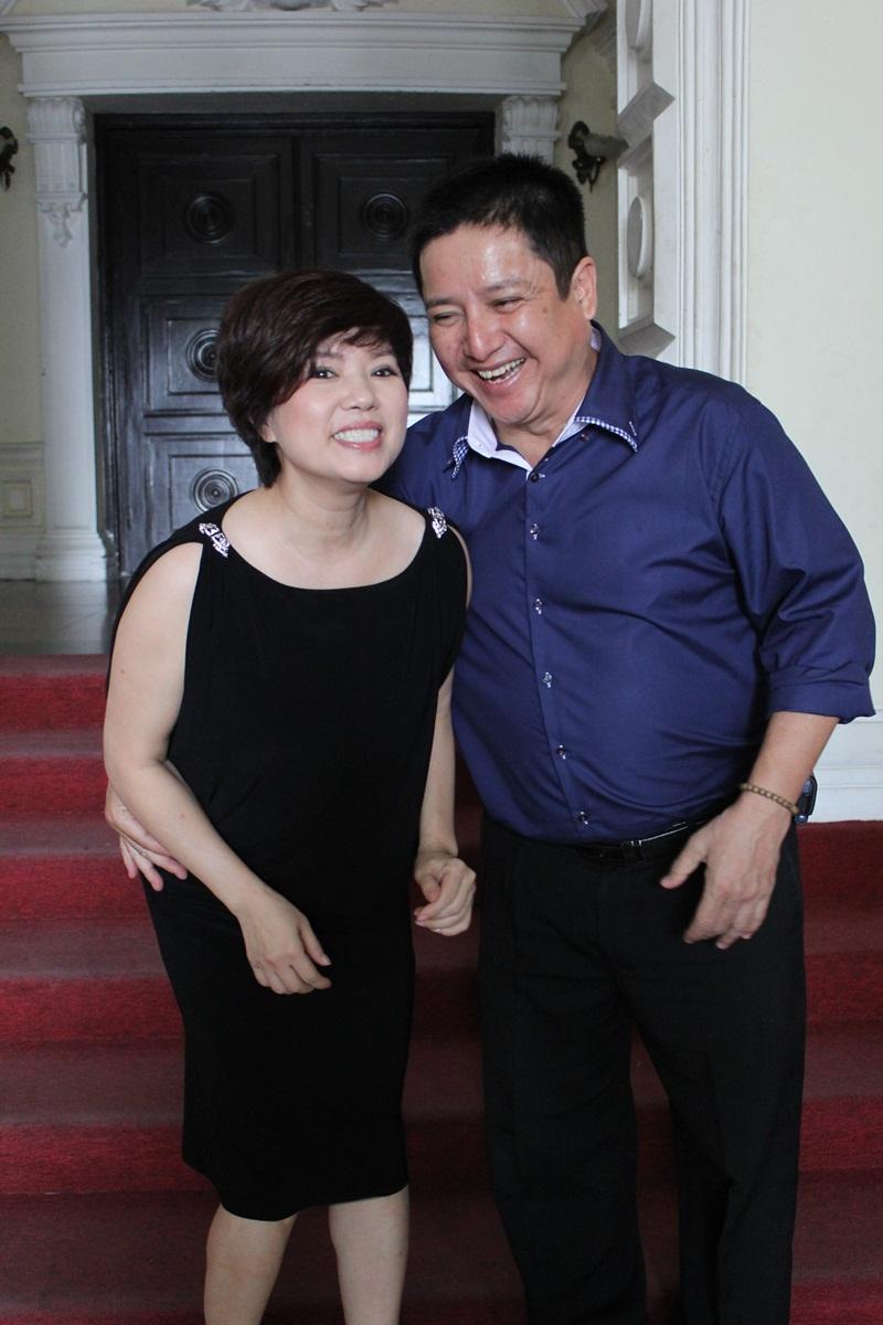"""Táo Giao thông Chí Trung """"cưỡng"""" hôn vợ tại Nhà hát Lớn TP HCM 7"""