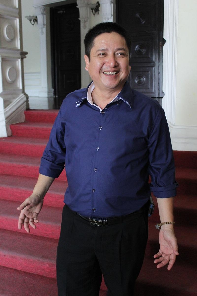 """Táo Giao thông Chí Trung """"cưỡng"""" hôn vợ tại Nhà hát Lớn TP HCM 8"""