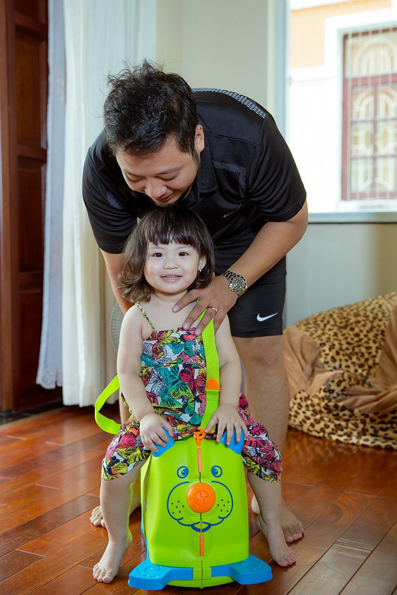 Ông xã Trần Thị Quỳnh tình nguyện chăm con cho vợ đi thi hoa hậu 7