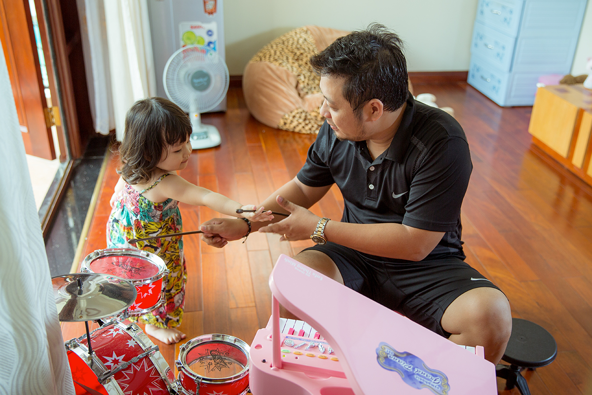 Ông xã Trần Thị Quỳnh tình nguyện chăm con cho vợ đi thi hoa hậu 1