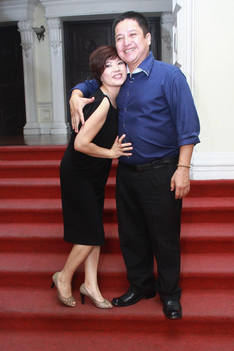 """Táo Giao thông Chí Trung """"cưỡng"""" hôn vợ tại Nhà hát Lớn TP HCM 1"""