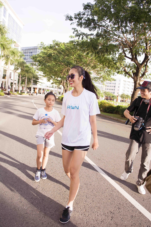 """Hà Tăng mặc quần đùi """"chinh phục"""" cầu Phú Mỹ với 5000 người  1"""