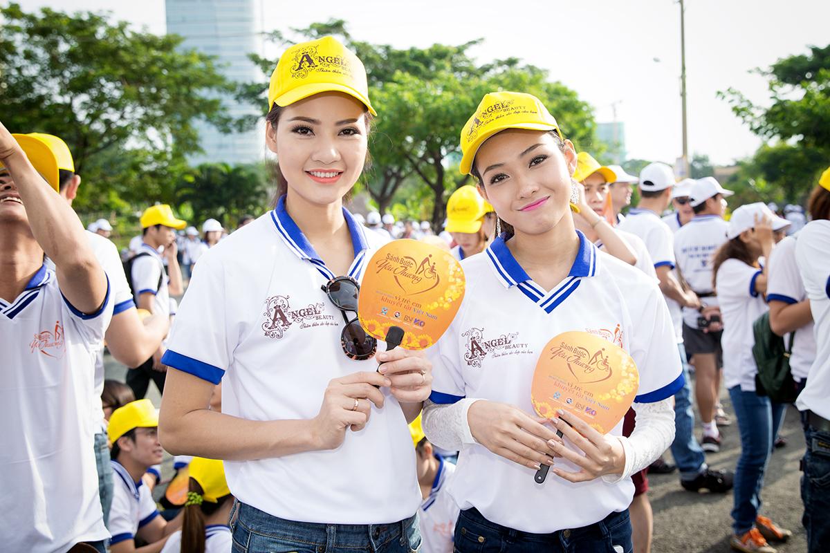 Hoa hậu Trần Thị Quỳnh xuất hiện sau sự cố đeo băng sai tên nước 8