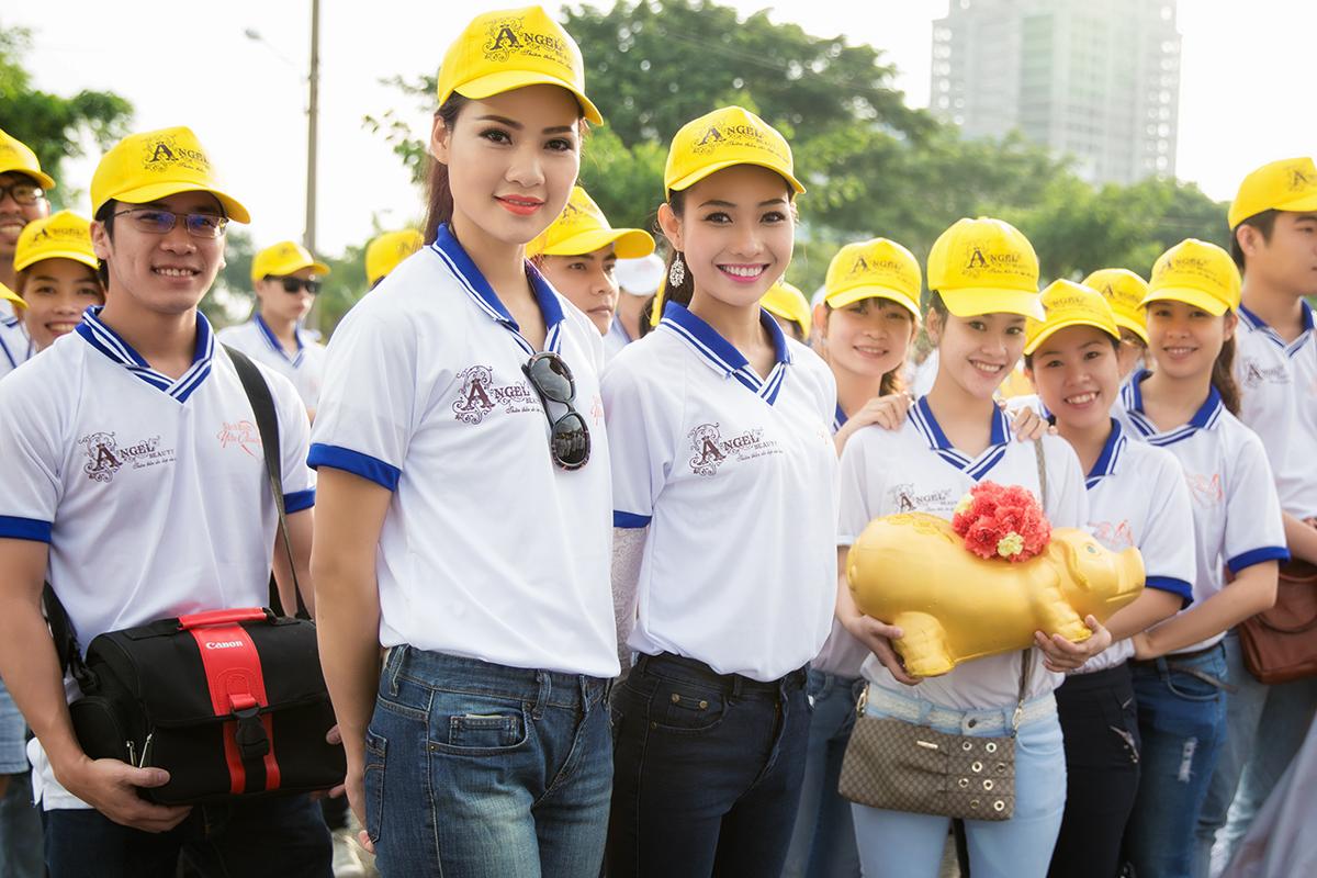 Hoa hậu Trần Thị Quỳnh xuất hiện sau sự cố đeo băng sai tên nước 5