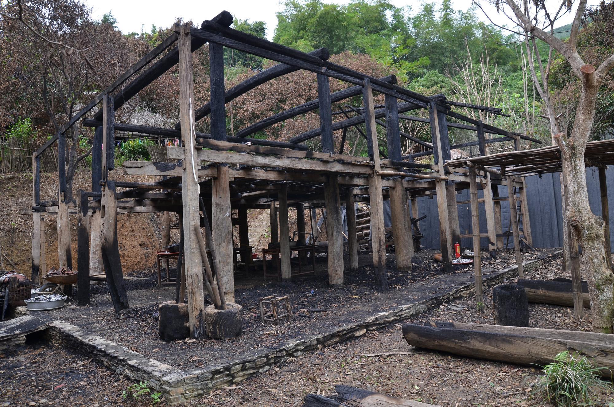 Khổ chủ ngôi  nhà Lang trăm tuổi bị đốt cháy ở Hòa Bình gửi thư kêu cứu 1