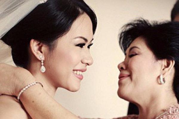 Quà cưới mẹ kế dành cho con chồng trong ngày đại hỷ khiến tất cả quan khách kinh ngạc!