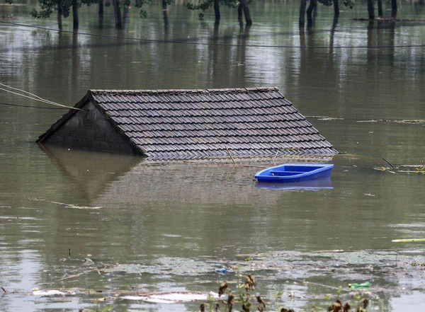 Tin Lũ Lụt Mới Nhất ở Trung Quốc Chuyển Biến Xấu Người Dan Khẩn Trương Gia Cố đe Giữa Luc Song Trường Giang Nỗi Cơn Thịnh Nộ