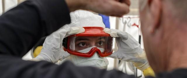 Với sự hỗ trợ của cộng đồng quốc tế, tình hình dịch Ebola đã cải thiện đáng kể khi lực lượng chôn cất bệnh nhân tử vong đã tăng gấp đôi, từ dưới 100 người lên tới gần 200 nhân viên. Hơn 70% bệnh nhân tử vong đã được chôn cất an toàn nhằm tránh lây lan virus. Số giường dành cho bệnh nhân Ebola cũng tăng gấp đôi tại cả 3 nước bị ảnh hưởng nặng nề.