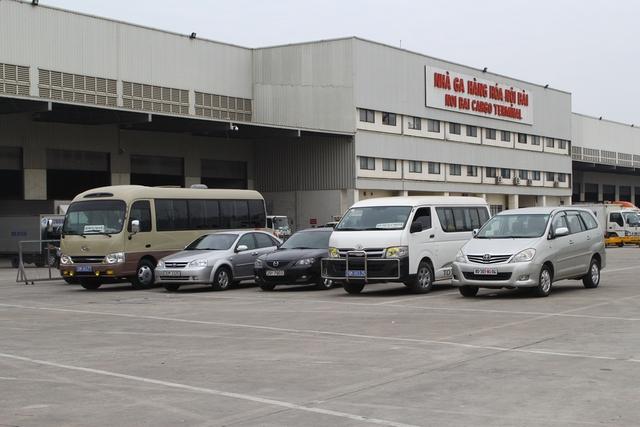 Khu vực đón nhận di hài của 3 mẹ con chị Minh được thực hiện theo thủ tục riêng tại Nhà ga Hàng hóa của sân bay Nội Bài.