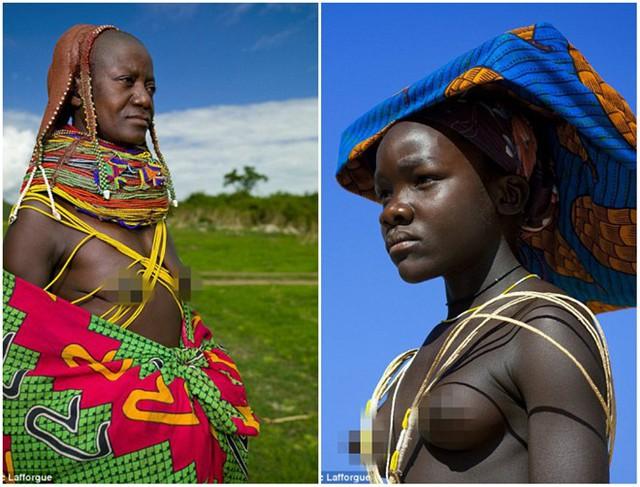Những vòng cổ này được làm dày lên sau mỗi nămvà chúng không bao giờ bị gỡ bỏ khỏi người phụ nữ.