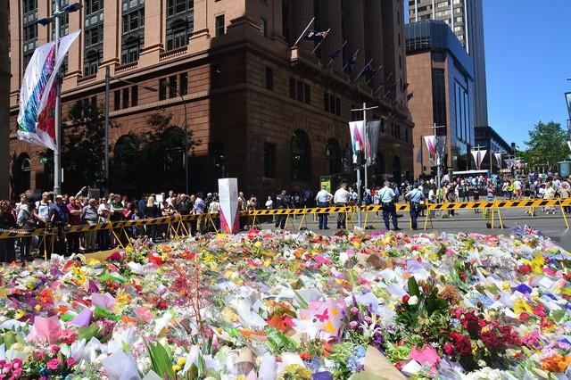 Quảng trường Martin Place ngập tràn hoa tưởng niệm những nạn nhân xấu số