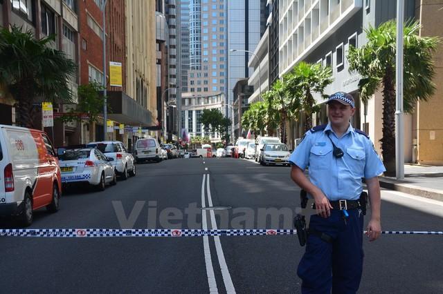 Hiện tại, an ninh trên toàn Sydney đang được tăng cường với hàng trăm cảnh sát được triển khai khắp các đường phố.