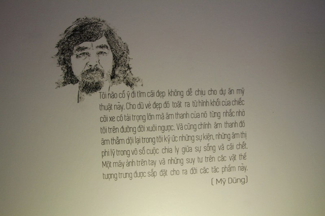 """Được biết, sau triển lãm tại Đà Nẵng, Biển báo sẽ được tác giả mang ra Hà Nội và vào Sài Gòn triển lãm. """"Biển báo"""" không mong đợi một điều gì quá to tát mà đơn giản chỉ muốn chia sẻ những suy nghĩ, trăn trở về vấn nạn giao thông với công chúng và mong muốn mọi người cùng chung tay giảm thiểu tai nạn giao thông, nghệ sỹ nhiếp ảnh Mỹ Dũng cho biết"""