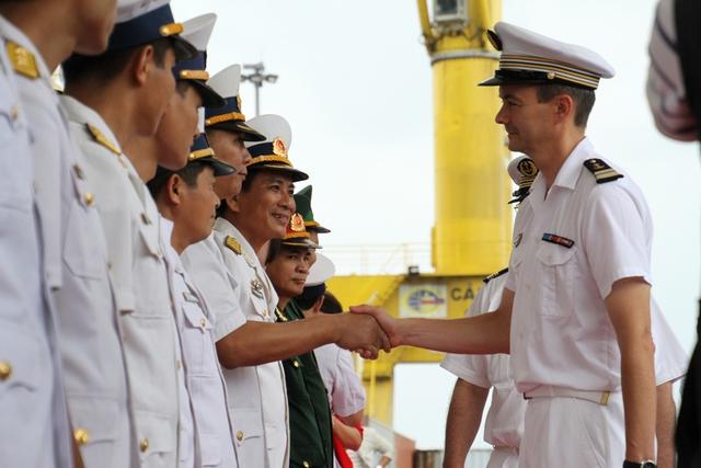 Lễ đón đoàn được tổ chức long trọng ngay tại cầu cảng