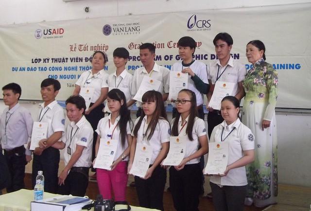 Trường đại học dân lập Văn Lang vẫn đang tuyển sinh đào tạo miễn phí các lớp công nghệ tin học giúp người khuyết tật.