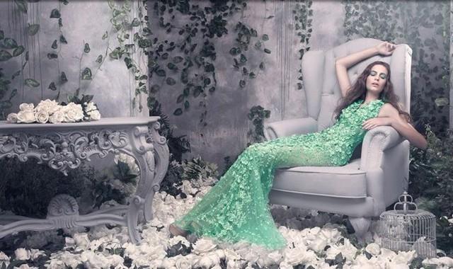 Vì mang lại vẻ đẹp lộng lẫy, vương giả và quý phái cho người mặc, nên các họa tiết hoa 3d thường được ứng dụng rộng rãi trong các thiết kế váy cưới để giúp phái đẹp luôn rực rỡ đến choáng ngợp trong ngày vui trọng đại.