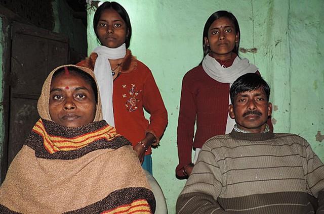 Anh Manoj Shah bị bắt cóc và ép buộc phải kết hôn với người vợ (trái). Họ chung sống với nhau đã hơn 20 năm. Ảnh: Al Jazeera