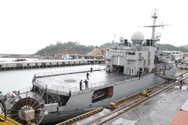 Tàu tuần dương Vendémiaire dài hơn 93 m, rộng 14 m, độ mớn nước 4,4 m và có trọng tải gần 3.000 tấn. Tàu được trang bị vũ khí hiện đại, máy bay trực thăng