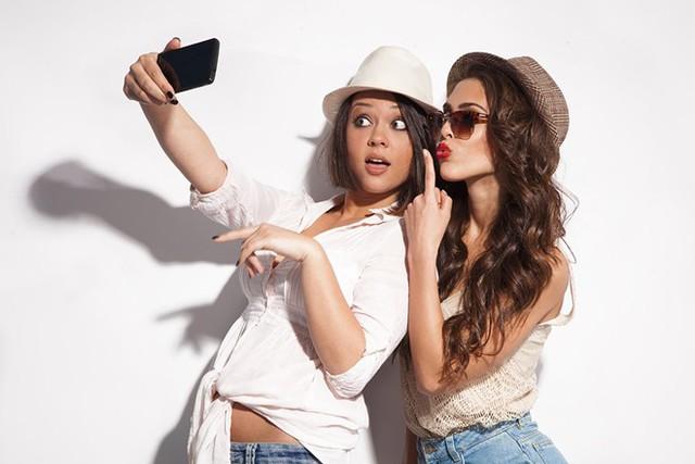 Smartphone giá rẻ Samsung Galaxy Core 2 có thiết kế trẻ trung, hiện đại cùng nhiều chức năng phù hợp với phái đẹp