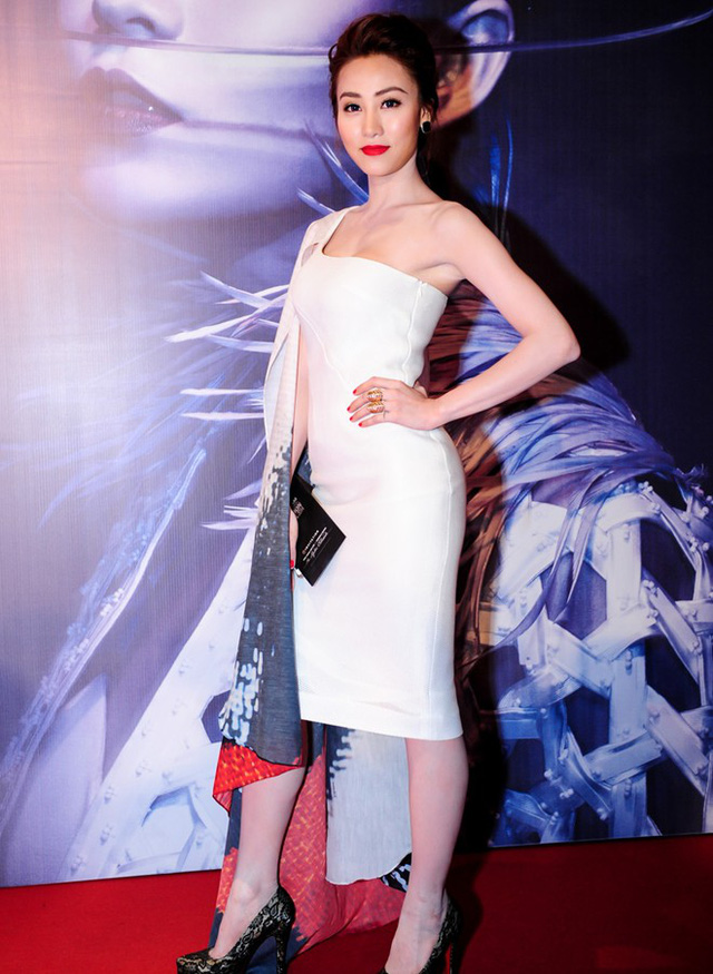 Em chồng Hà Tăng lịch lãm cùng mẹ đi xem thời trang