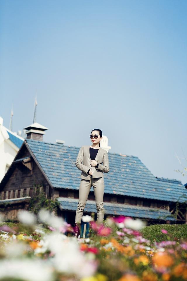 Phim trường có diện tích 60.000m2, cách trung tâm Hà Nội khoảng 13km về hướng Tây Bắc, thuộc địa phận Đông Anh, Hà Nội.