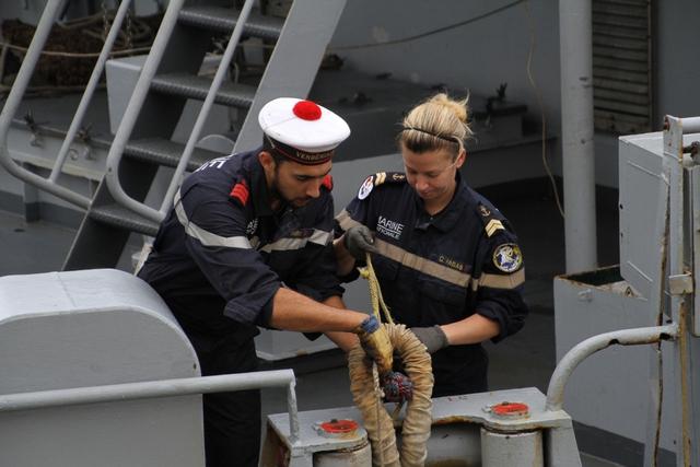 Cùng với đồng nghiệp nam, những nữ Hải quân Pháp tham gia các công việc trên tàu Vendémiaire