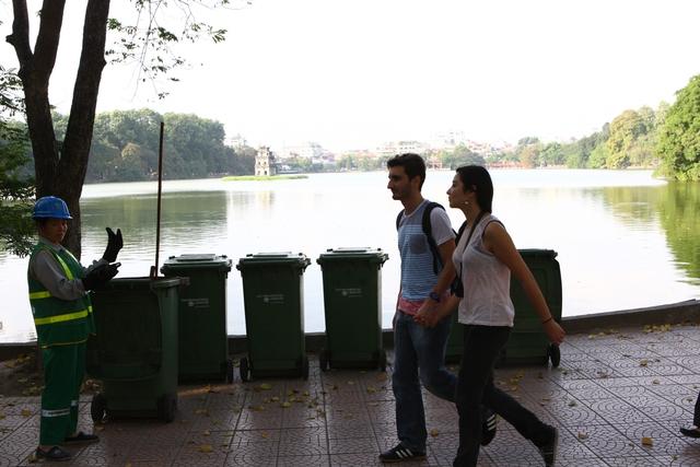 Điểm tập kết thùng rác của các công nhân vệ sinh môi trường