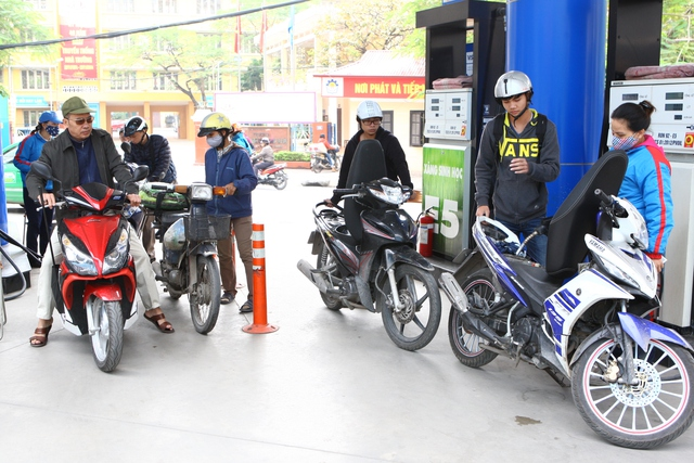 Phương tiện đổ xăng sinh học E5 chủ yếu là xe máy