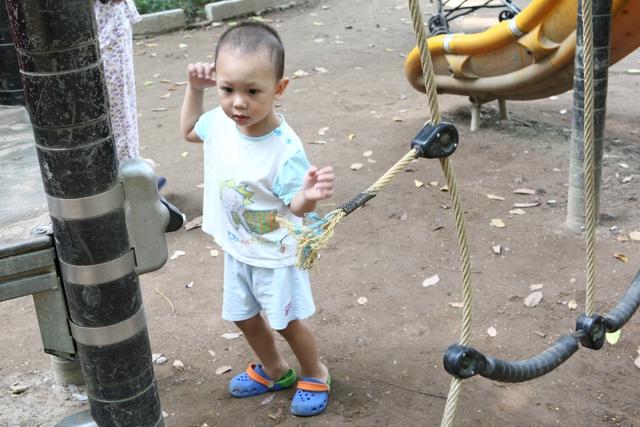 Dây leo tập thể lực dành cho trẻ em bị đứt đầu nối.
