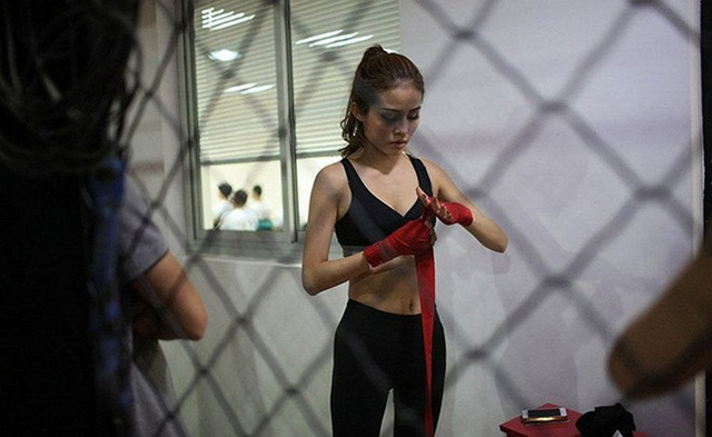 Để trở thành một vệ sỹ chuyên nghiệp, các nữ học viên phải trải qua các bài tập luyện gian khổ.
