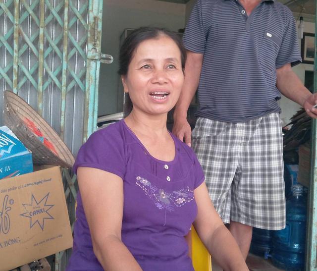 Bà Nhung, nhân chứng đầu tiên phát hiện thi thể anh Hào trao đổi với PV. Ảnh: X.H