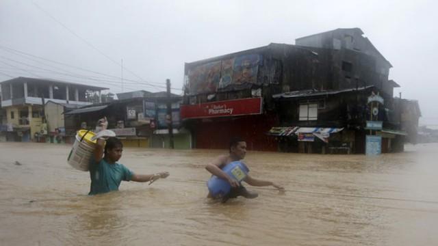 Cơn bão nhiệt đới Fung-Wong kèm theo mưa lớn đã gây ngập nhiều khu vực tại Thủ đô Manila của Philippines, khiến giao thông hỗn loạn, các trường học, công sở và thị trường tài chính phải đóng cửa.
